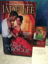 Don't You Just Love Jewelry? Win a Stunning Pendant and a Historical Romance from Jade Lee!